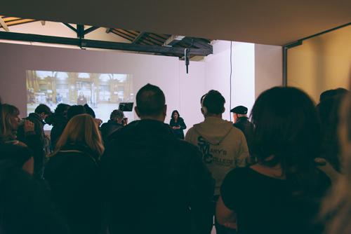 8+1 – Virginia Zanetti – Vissi d'arte – installazione video, installazione sonora, fogli A4 sparsi per la città – BBS – Prato, 2013 – ph: Lucilla Bellini