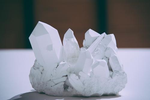 8+1 – David Casini - scultura di gesso, cristallo di quarzo, pittura acrilica – cm 23 x 28 x 21 – 2009 - ph: Lucilla Bellini