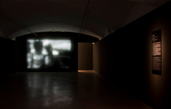 Jim Campbell, Home Movies 300-1, 2006, Questioni di Famiglia, CCC Strozzina, Firenze 2014 – Installation view foto Martino Margheri
