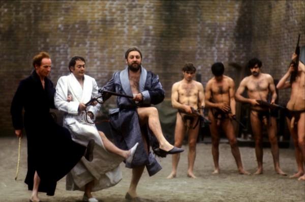 Salò o le 120 giornate di Sodoma, 1975. Still dal film scritto e diretto da Pier Paolo Pasolini