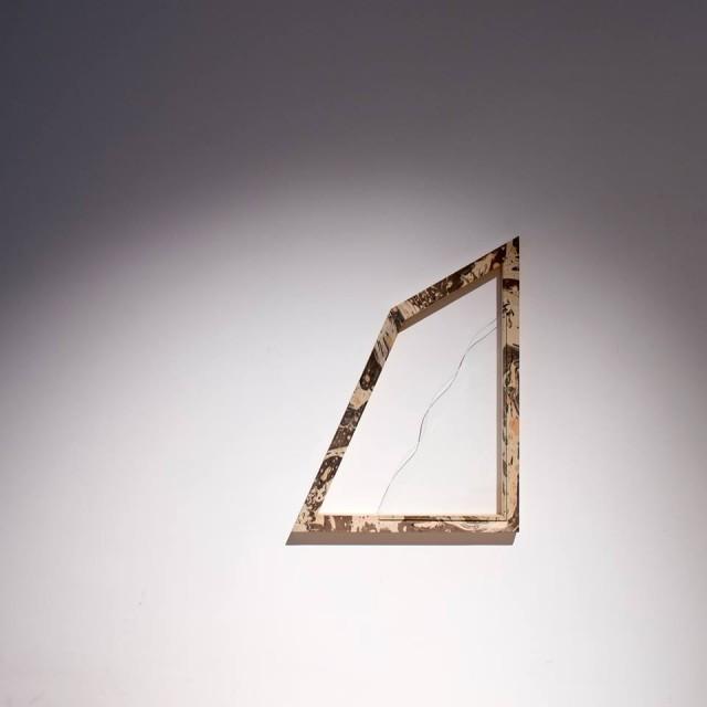 Jessica Boubetra. Latente - Modulo. Legno marmorizzato, vetro. 38x50 cm. – 2014 - courtesy l'artista – ph. Edouard Escougnou