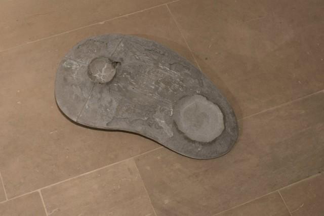 T-Yong Chung - Traccia - scultura di cemento - 2015 - courtesy l'artista - ph. Edouard Escougnou