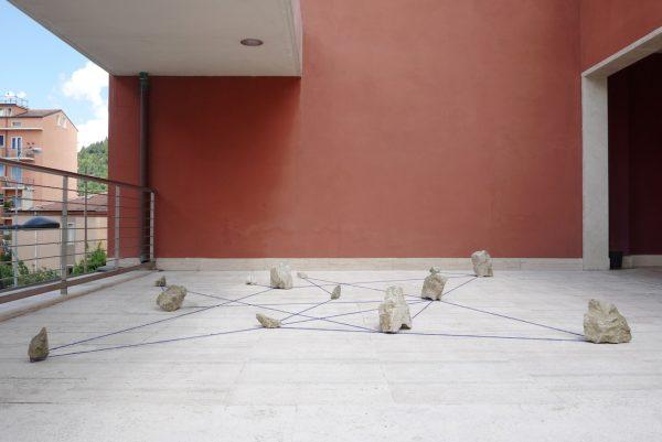 Untitled (13 Astrology), 2016. Stone, woolen thread. 330 x 410 x h 31 cm. Courtesyof Limiti inchiusi arte contemporanea, Limosano and Fondazione Molise Cultura, Campobasso. Photo: Tartaruga © 2016 Satoshi Hirose All Rights Reserved.