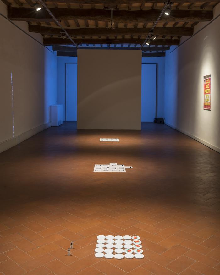 Rosa Aiello, Fate Presto. Casa Masaccio Centro per l'Arte Contemporanea. Veduta della mostra. Foto OKNOstudio.